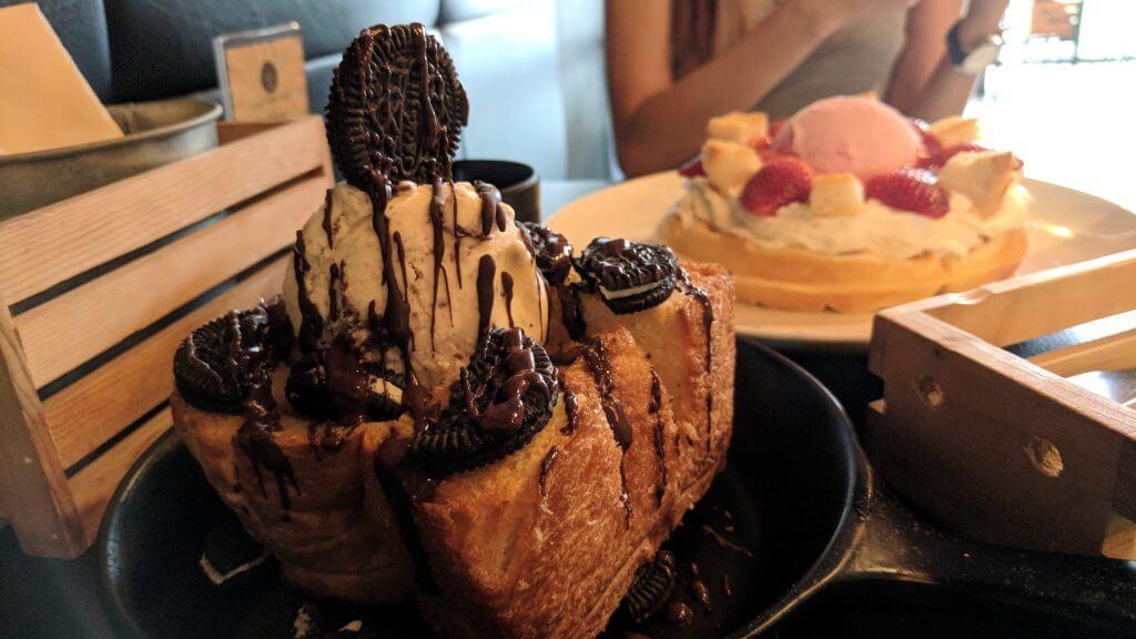 Oreo with ice cream and bread