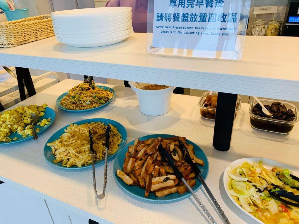 Breakfast at Tiffany Coast Inn